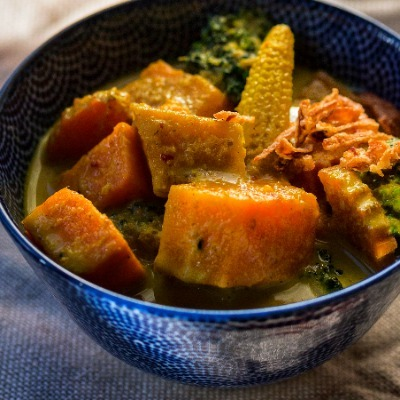 VEGAN Vegetable Yellow Curry